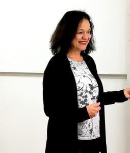 """Beatrice Fischer-Stracke beim Workshop """"Gib der Stimme Raum"""""""